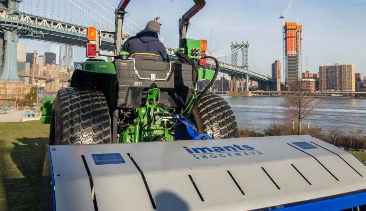 Shockwave, Imants, New York, NYC, Shockwave 210, Fulton Ferry Park, imants greenline, aerating turf