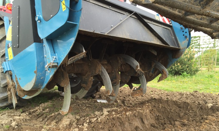 spading, deepspader, deepspading, imants, incorporation, working the soil, Massey Ferguson, MF,Mixing the soil,